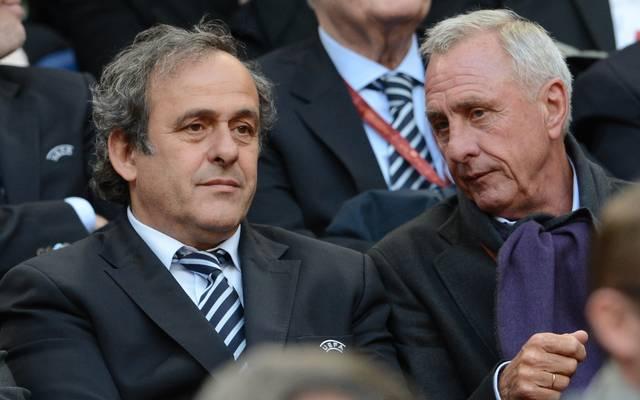 Michel Platini (l.) mit Johan Cruyff