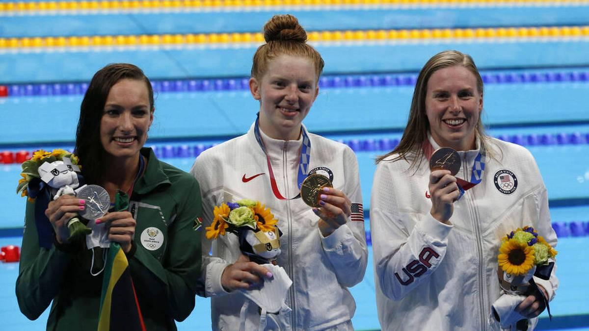 Lydia Jacoby (Mitte) bei der Siegerehrung