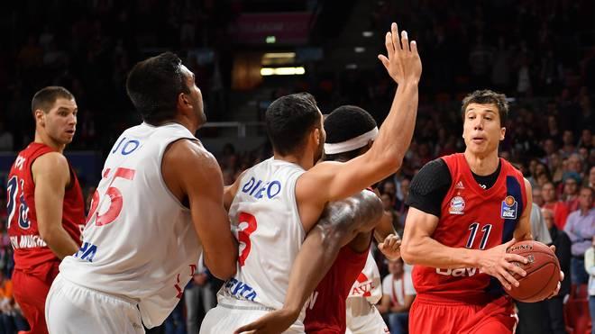 Basketball: Bayern München bindet Vladimir Lucic langfristig, Vladimir Lucic (r.) bleibt Bayern München erhalten