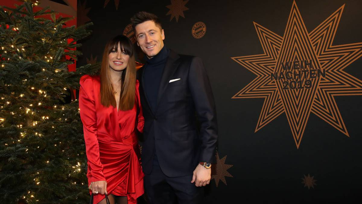 MUNICH, GERMANY - DECEMBER 08:  Robert Lewandowski of FC Bayern Muenchen attends with his wife Anna Lewandowska the clubs Christmas party at Allianz Arena on December 08, 2019 in Munich, Germany. (Photo by Alexander Hassenstein/Getty Images)