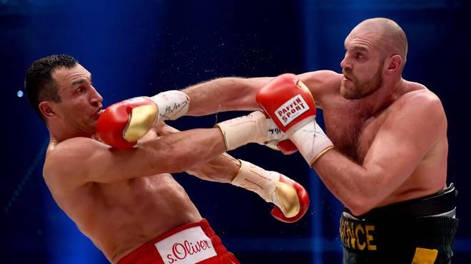 Tyson Fury (r.) nahm Wladimir Klitschko seine Weltmeister-Gürtel ab