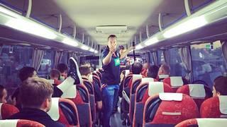 Mimi Kraus schickt ein Bild des DHB-Teams aus dem Bus
