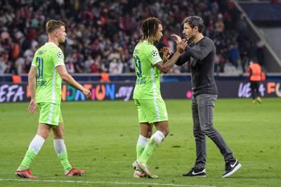 Der VfL Wolfsburg will den fünften Sieg in Folge in der Bundesliga einfahren - es geht gegen den ehemaligen Trainer.