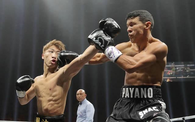 Japan's Naoya Inoue (l.) gelang gegen Juan Carlos Payano ein K.o. in Runde eins