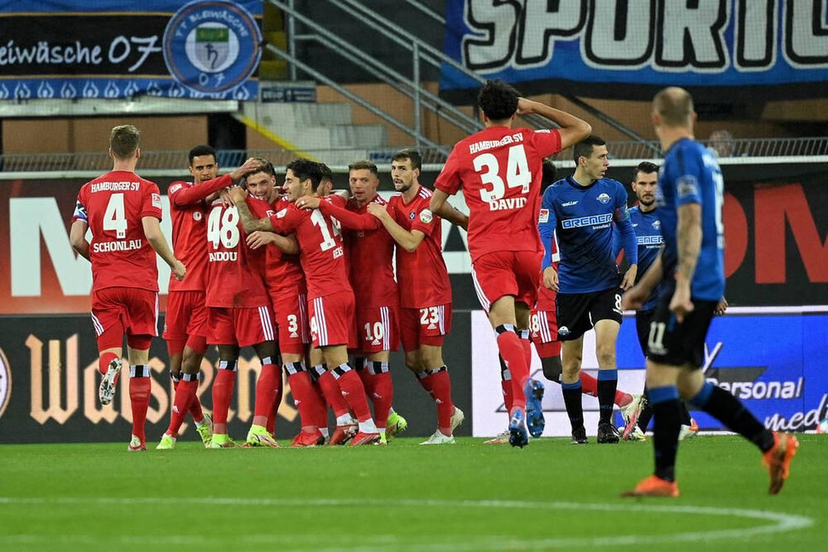 In der 2. Bundesliga feiert Hamburger SV durch ein spätes Tor einen wichtigen Dreier. Im Keller tauschen Aue und Ingolstadt die Plätze.