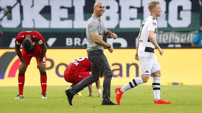 Gladbachs Trainer Andre Schubert (M.) erlebt einen traumhaften Saisonstart