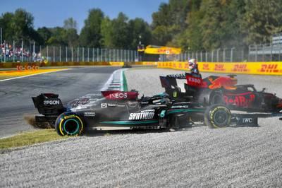 Nach dem Crash von Max Verstappen mit Lewis Hamilton wettert Red-Bull-Boss Helmut Marko gegen den Formel-1-Weltmeister und Mercedes.