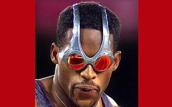 Mit dem neuesten Brillen-Modell zeigt sich Ato Boldon aus Trinidad und Tobago bei Olympia 2000