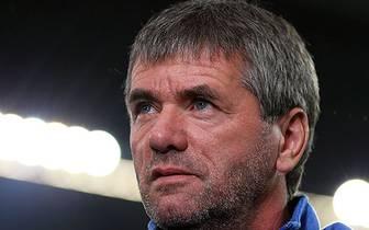 Friedhelm Funkel ist der Rekordmann! Niemand hat an mehr Bundesliga-Spielen als Spieler und Trainer teilgenommen als der 56-Jährige! Für den Bochumer Trainer war das 1:0 bei Fortuna Düsseldorf sein 1080. Partie in den beiden obersten deutschen Ligen. SPOR