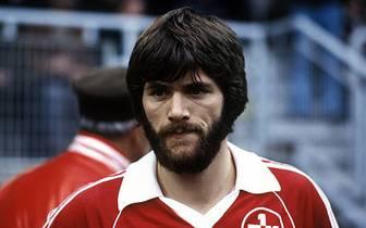 """Für die """"Roten Teufel"""" lief er 66mal auf. Der torgefährliche Mittelfeldspieler erzielte dabei 24 Treffer, um dann 1983 wieder zu Bayer 05 Uerdingen zurückzukehren"""