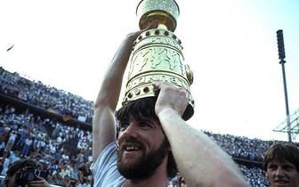 Beim zweiten Gastspiel in Krefeld erlebte Funkel seine sportlich erfolgreichste Zeit. 1985 gewann er den DFB-Pokal durch einen 2:1-Sieg im Finale gegen Bayern München