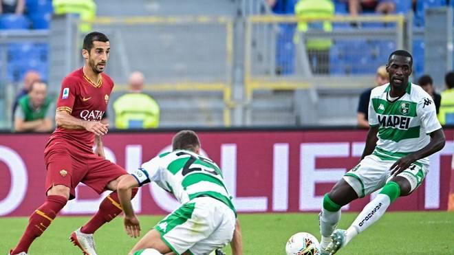 Henrikh Mkhitaryan (l.) hat einen Vertrag in Rom unterschrieben