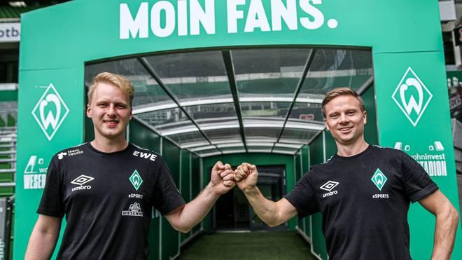 "Michael ""MegaBit"" Bittner (links) verlängert seinen Vertrag bei Werder Bremen"
