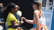Serena Williams (l.) und Maria Sharapova (r.) geben sich die Hand