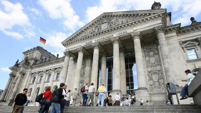 People queue up to visit Berlin's landma