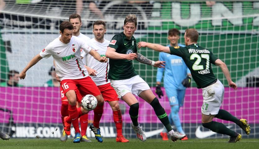 Der VfL Wolfsburg schießt den FC Augsburg am letzten Spieltag der Bundesliga-Saison 2018/19 mit 8:1 aus der heimischen Arena. Die Niederlage ist für die Fuggerstädter von historischer Natur