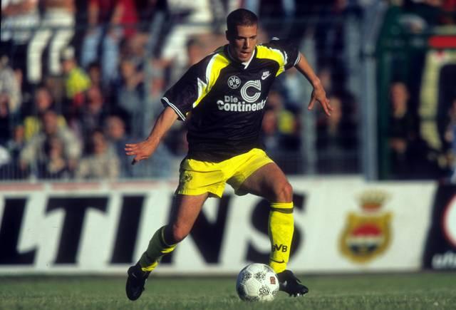 Auch in der Saison 1995/96 spielte der BVB in einem Trikot mit Graffiti-Akzenten
