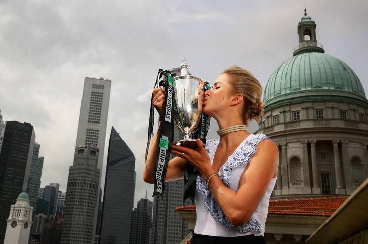 Ein Küsschen für die Trophäe: Mit ihrem Triumph bei den WTA-Finals ist Elina Svitolina endgültig in der Tennis-Weltspitze angekommen. SPORT1 stellt die 24 Jahre alte Ukrainerin vor