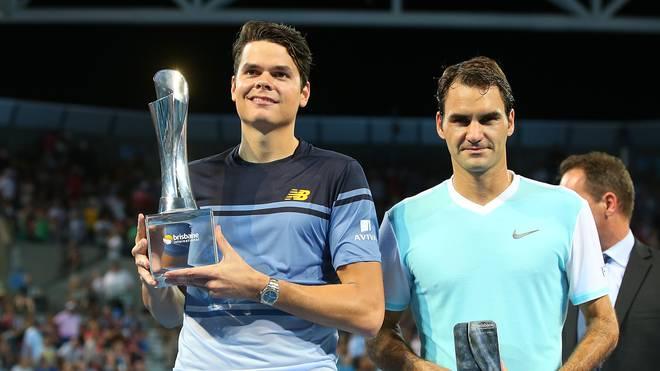 Milos Raonic (l.) bezwang im Finale von Brisbane Roger Federer