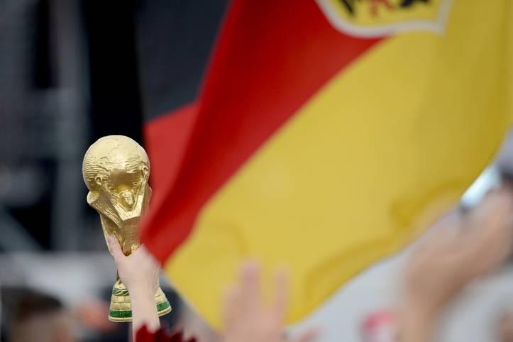 Deutschland als Titelverteidiger bei einer WM - kein gutes Omen. Aus im Halbfinale 1958, in der Zwischenrunde 1978 und auch 1994 war bereits im Viertelfinale Schluss. Zu allem Übel startet das DFB-Team in Russland aus Gruppe F ins Turnier - aus der noch nie ein Team Weltmeister wurde