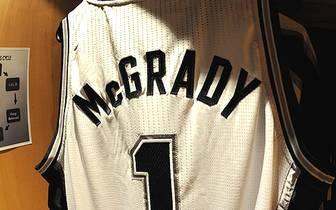 """Sein Trikot bleibt ab sofort im Schrank hängen: Tracy McGrady erklärt seinen Rücktritt aus der NBA. """"Ich habe 16 Jahre das Spiel gespielt, das ich liebe. Ich hatte eine tolle Zeit"""", sagt McGrady bei """"ESPN"""". Der einstige Superstar muss sich seinen chronisc"""