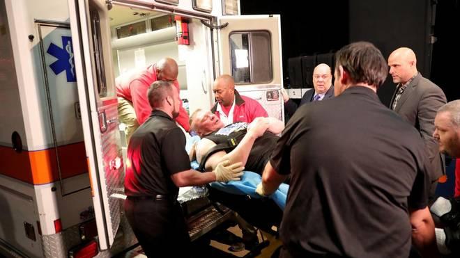 Brock Lesnar wurde bei WWE Monday Night RAW unter einem Bühnengerüst begraben