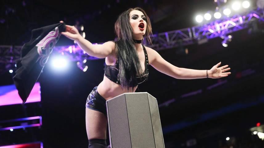 Eine Sextape-Veröffentlichung, private und psychische Probleme, Doping-Affären, eine schwere Verletzung: WWE-Star Paige hat viel durchgemacht in den vergangenen beiden Jahren - und nun kommt es noch schlimmer
