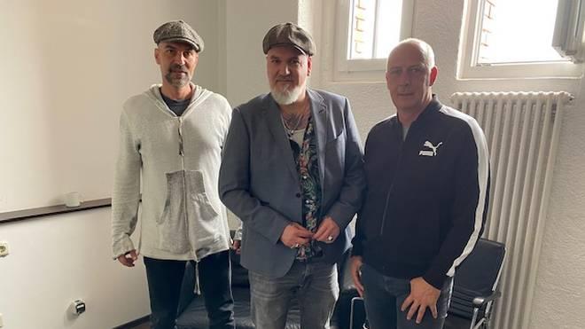 SPORT1-Reporter Reinhard Franke (M.) traf sich im Anschluss an den CHECK24 Doppelpass mit Markus Babbel (l.) und Mario Basler zum EM-Interview
