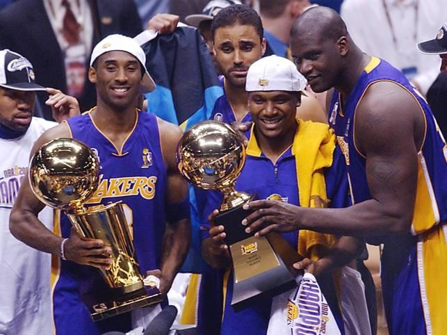 Shaquille O'Neal (r.) war während seiner Karriere ein erfolgreicher Titelsammler und holte insgesamt vier Meisterschaften. Dabei hatte er auch berühmte Teamkollegen wie Kobe Bryant (l.)