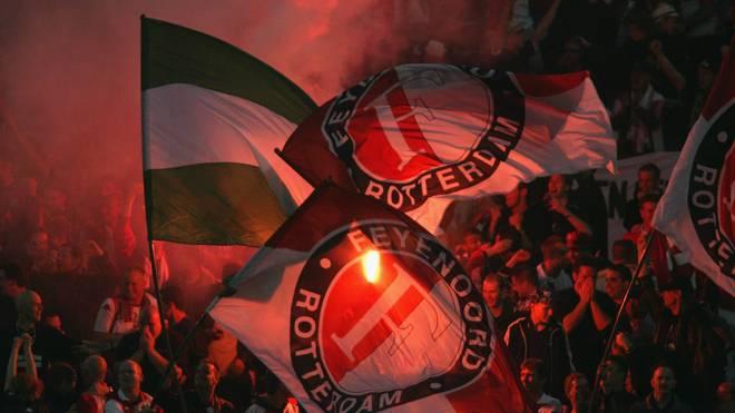 Anhänger von Feyenoord Rotterdam feiern ihr Team