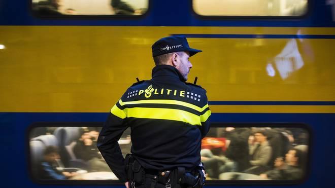 Polizist Rotterdam Rom Zug