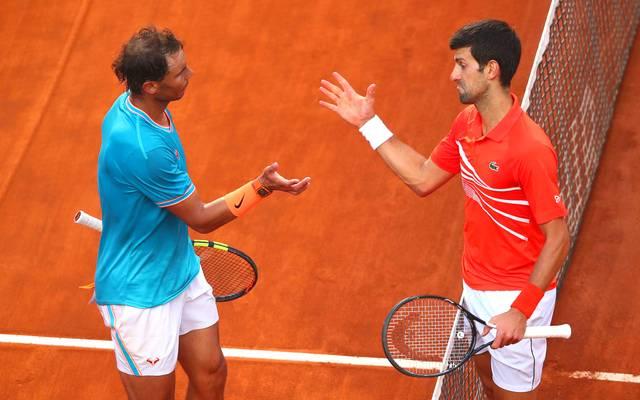 Rafael Nadal (l.) und Novak Djokovic (r.) können im French-Open-Finale Tennis-Geschichte schreiben