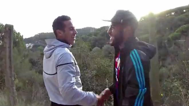 Thiagos Bruder Rafinha (r.) überraschte den Bayern-Star während einer Laufeinheit