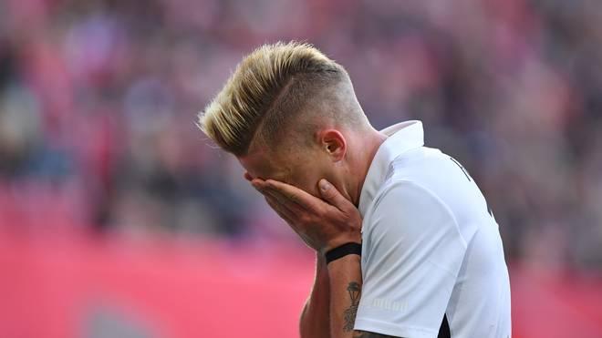 Philipp Max muss beim Hinrundenfinale des FC Augsburg passen