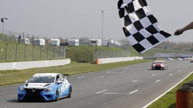 Harald Proczyk gewann das erste TCR-Germany-Rennen der Saison 2018