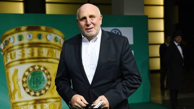 Dieter Hoeneß schlägt sich auf die Seite seines langjährigen Vereins