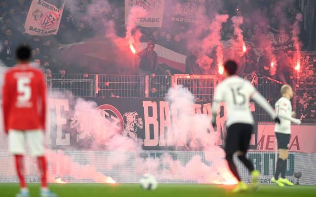 Die Fans von Eintracht Frankfurt benahmen sich in Mainz daneben