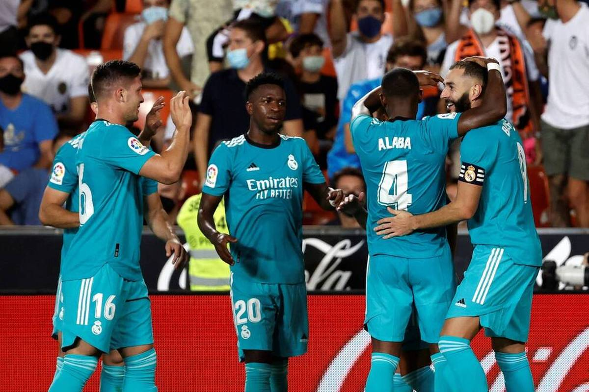 Real Madrid wendet in La Liga die erste Saisonniederlage gerade noch ab. Zwei späte Treffer bescheren den Königlichen sogar die Tabellenführung.