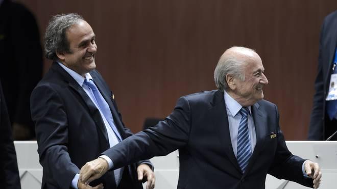UEFA-Boss Michel Platini und FIFA-Präsident Joseph. S. Blatter sind bester Laune