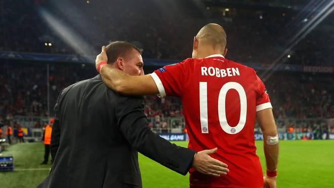 Arjen Robben (r.) gewann mit den Bayern gegen Brendan Rodgers (l.) und Celtic