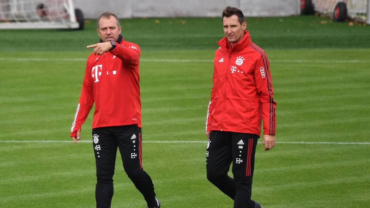 Miro Klose (r.) ist Teil des Trainerteams von Hansi Flick