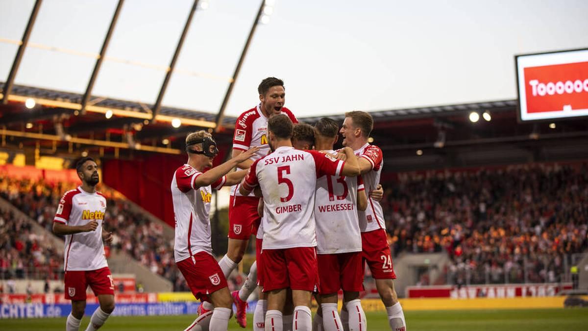 Drama-Pleite für Aue - Regensburg an der Spitze