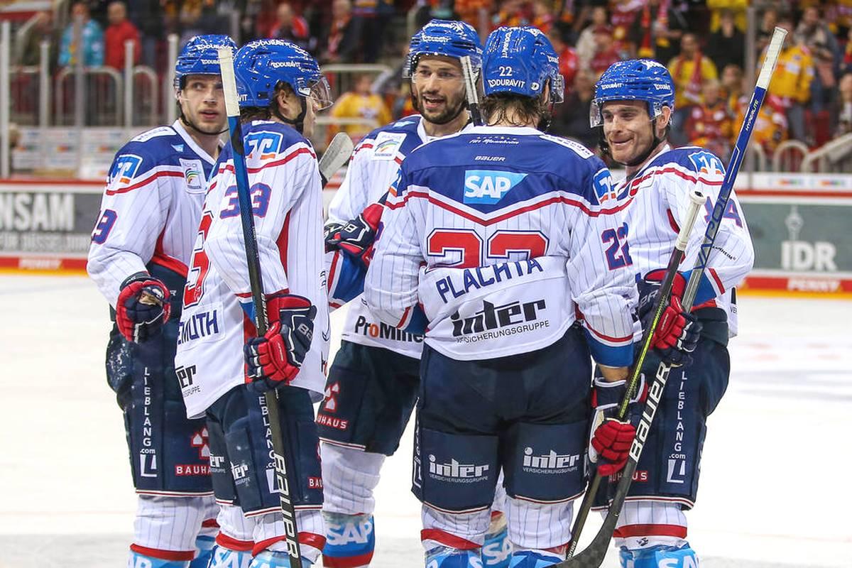Das Achtelfinale der Champions Hockey League ist ausgelost! Zwei deutsche Vertreter sind mit den Adlern und München noch dabei - das sind ihre nächsten Gegner.