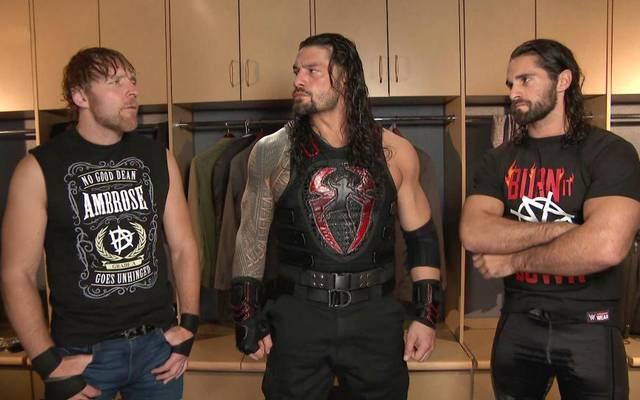Roman Reigns (M.) traf am Ende von WWE Monday Night RAW auf seine alten Shield-Kollegen Dean Ambrose (l.) und Seth Rollins