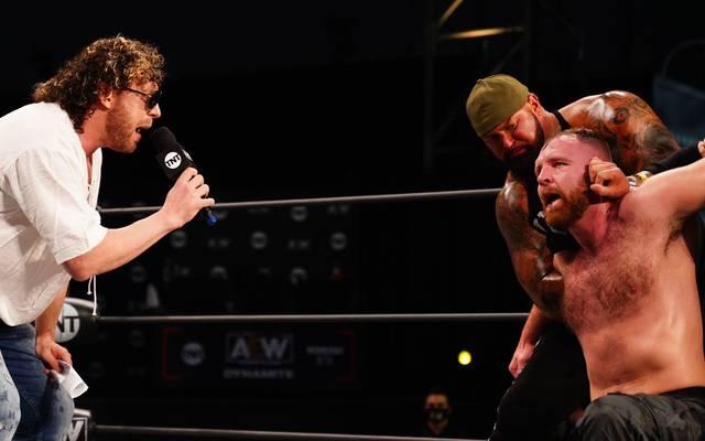 Kenny Omega (l.) und Jon Moxley treiben ihre Fehde bei AEW Revolution auf die Spitze