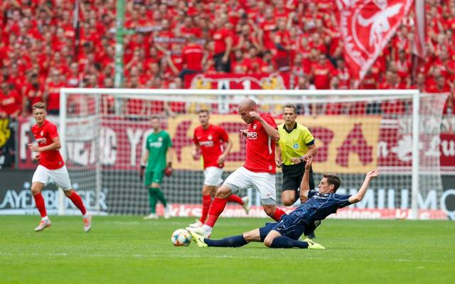 In einem umkämpften Südwestderby teilen der 1. FC Kaiserslautern und der SV Waldhof Mannheim am Ende die Punkte (1:1).