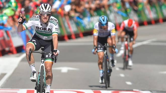 Sam Bennett vom deutschen Team Bora-hansgrohe gewinnt die 14. Etappe der Vuelta