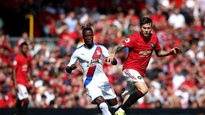 Victor Lindelöf (r.) hat seinen Vertrag bei Manchester United verlängert