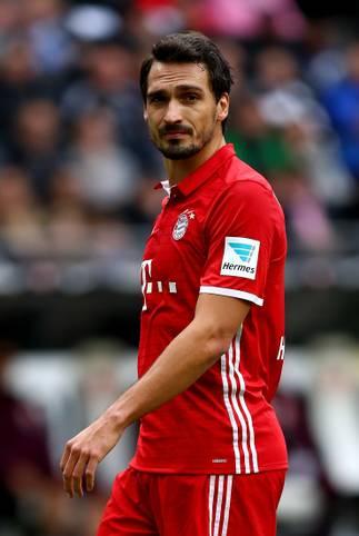 Mats Hummels steht dem FC Bayern gegen den VfL Wolfsburg wegen eines Magen-Darm-Virus' nicht zur Verfügung. Beim Gegner steht Julian Draxler nicht im Kader. SPORT1 hat die voraussichtlichen Aufstellungen des 14. Spieltags