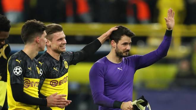 BVB-Torhüter Roman Bürki (r.) hat Interesse beim FC Chelsea geweckt